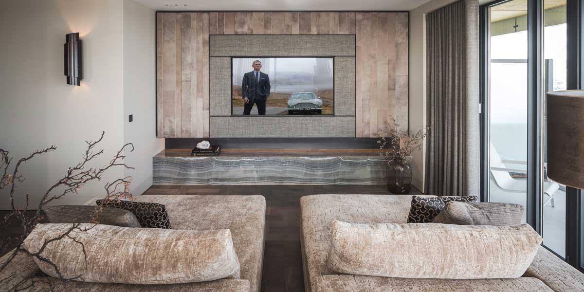 Tv-ombouw met leer bekleed, Alphenberg, The Art of Living, tv ombouw